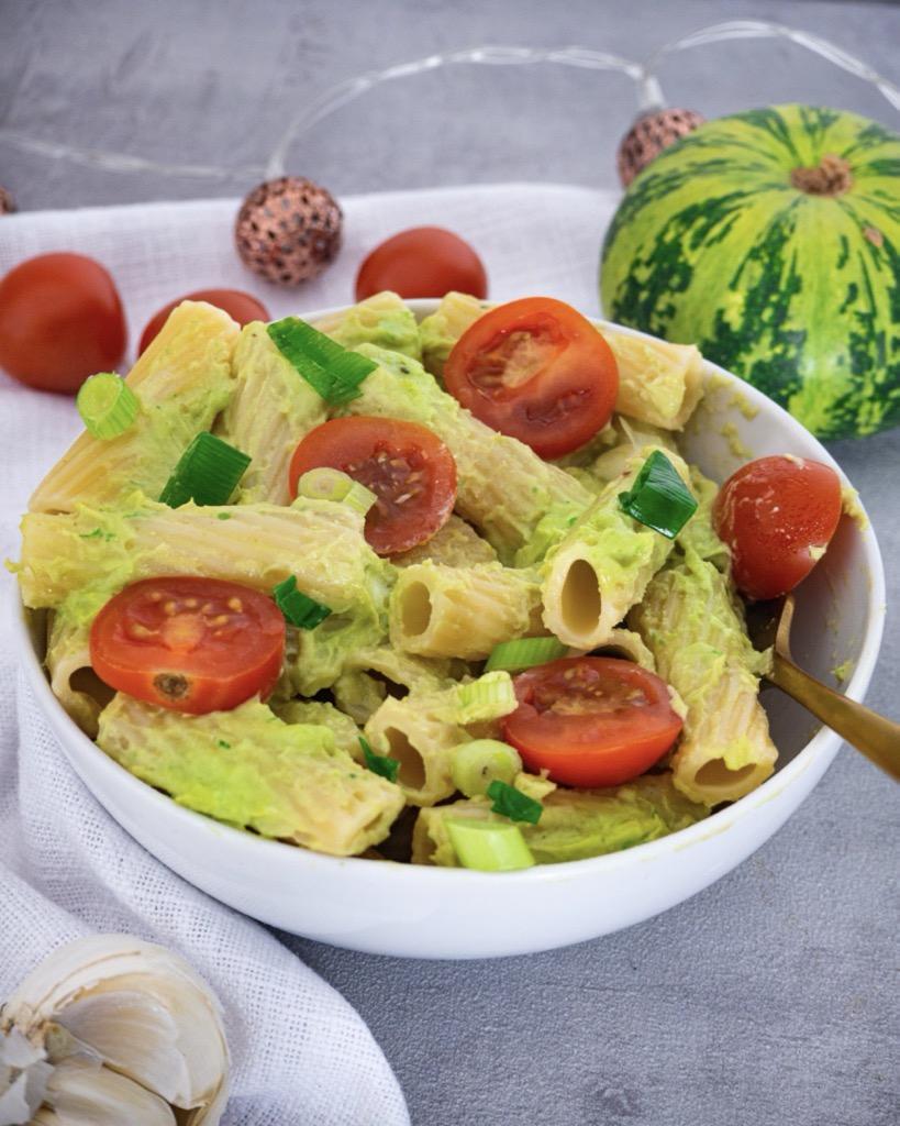 Avocado Pesto mit Pasta