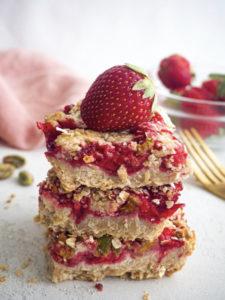 Healthy Strawberry Oatmeal Bars Mini